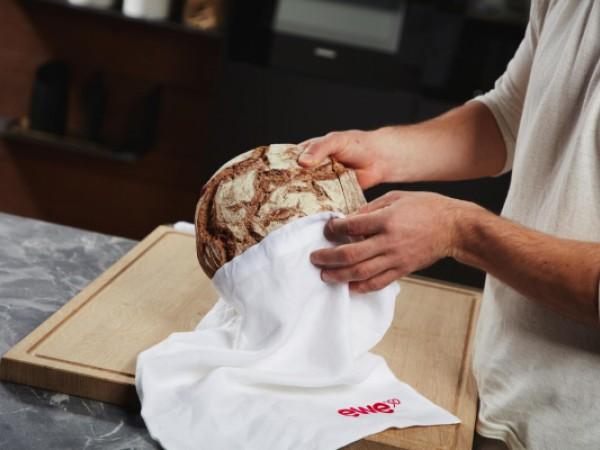 Brotelement - Brot mit Schneidebrett © ewe Küchen
