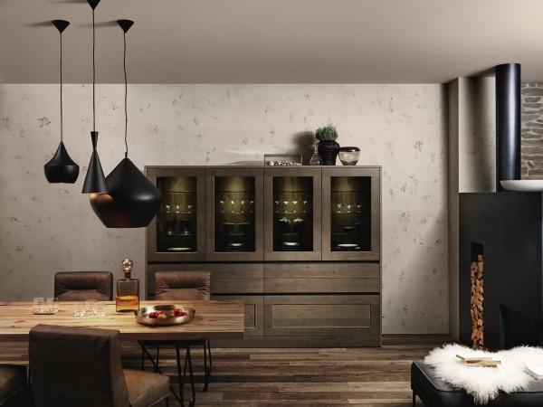 Vitrine in Eichenholz mit Dekorglas © FM Küchen