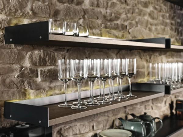 Funktionsborde für die Küche mit indirekter Beleuchtung © FM Küchen