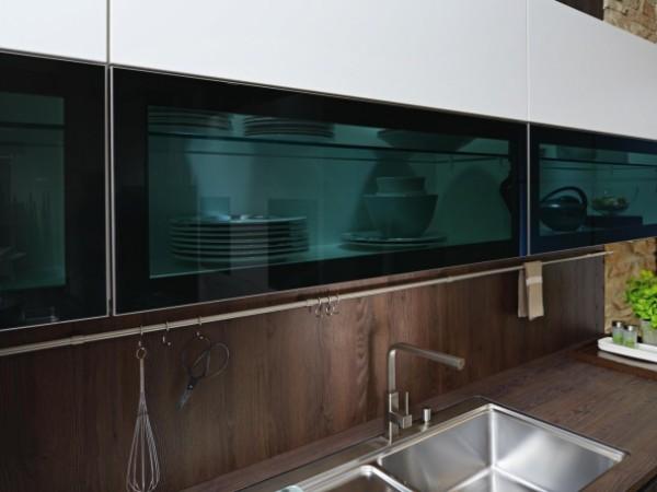 FM Eisenfels - Glasoberschränke in parsol dunkel © FM Küchen